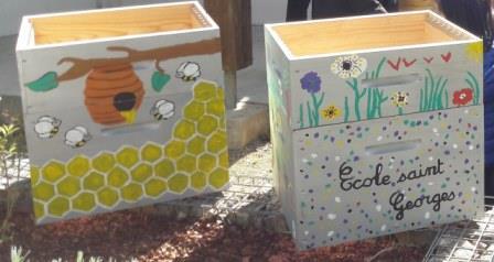 ruches municipales peintes par les enfants des écoles